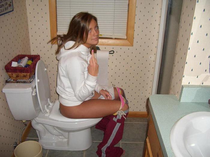 pisayut-v-tualete
