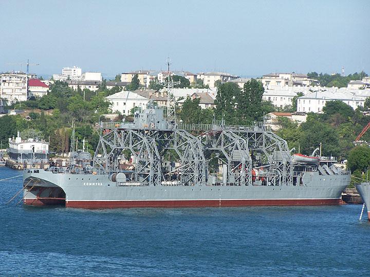 http://www.ljplus.ru/img4/s/a/savoyskiy/1.-Spasatelnoe-sudno-Kommuna-CHernomorskogo-Flota.jpg